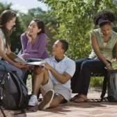Vantagens e desvantagens de grandes e pequenas faculdades