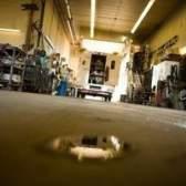 Produtos químicos para a limpeza de manchas de óleo no concreto