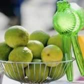 As diferenças entre cal & sumo de limão