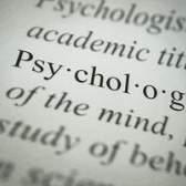 A diferença entre as teorias da personalidade de freud & rogers `