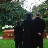 Doações em vez de flores para um funeral