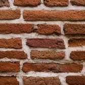 Como anexar um sinal de metal para tijolo