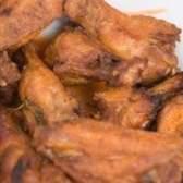 Como assar asas de frango congeladas
