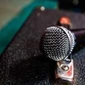 Como converter um microfone ligado a um microfone sem fio