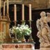 Como decorar um altar da igreja