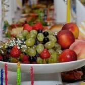 Como decorar um buffet de sobremesas para recepção de casamento