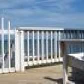 Como conceber uma plataforma fechada com um telhado e telas