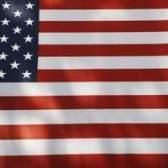 Como exibir uma bandeira americana sem um pólo