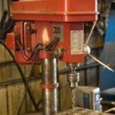 Como fazer um furo polegadas 1-1 / 8th em uma placa de aço de espessura