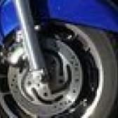 Como corrigir pastilhas de freio de motocicleta sibilantes