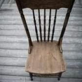 Como instalar almofadas de assento em cadeiras de madeira