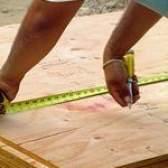 Como colocar uma sub-base de madeira compensada de cimento