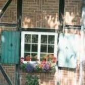 Como montar uma caixa de janela em uma casa de tijolos
