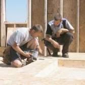 Como preparar pisos de madeira compensada para azulejos