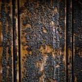 Como remover o cheiro de fumaça de madeira queimada