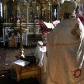 Como costurar romanos paramentos padre católico