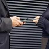 Como transferir seus contatos de um telefone para outro, sem um cartão sim