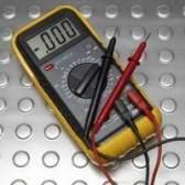 Como a utilização de um medidor de voltagem para testar uma luz de 12 volts