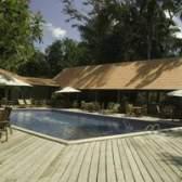Decks de piscinas com plantadores ideias