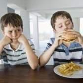 Os efeitos do comportamento positivo gratificante em crianças