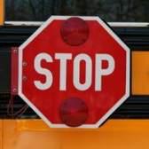 As leis de trânsito em parar por um ônibus escolar