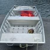 Como adicionar direcção a um barco de pesca de alumínio