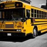 Quais são os benefícios de dirigir um ônibus escolar?