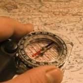 O que é uma bússola magnética?