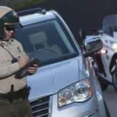 Qual é a diferença entre um policial e um xerife?