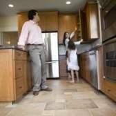 O tamanho da telha cerâmica para uso em um piso de pequena cozinha