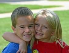Ofícios bíblicos para as crianças na amizade