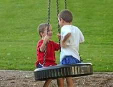 DIY: a construção de playground ao ar livre de uma criança no barato