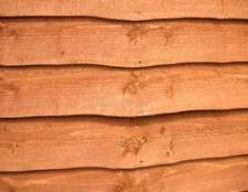 Será madeira de cedro esgrima chamar a insetos e bugs?