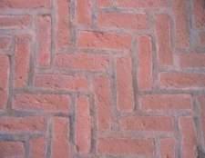 Como faço para limpar pisos de tijolos dentro?