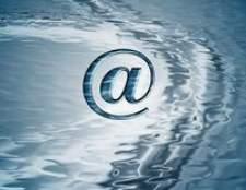 Como encaminhar grupo de e-mail do meu livro de endereços para alguém?