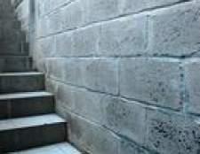 Como faço para reparar manchas de humidade em paredes de concreto?