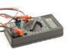 Como faço para testar um capacitor 23.5uf com um medidor digital?