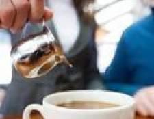 Como adicionar leite ao café imprensa francesa