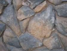 Como construir paredes de pedra folheado