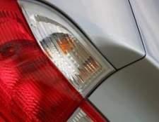 Como alterar uma luz de freio em um saturno SL2 2002