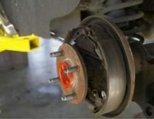 Como mudar as sapatas do freio a tambor na traseira de um 1992 Ford F150