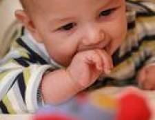 Como verificar os testículos de um bebê
