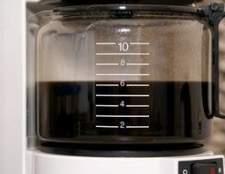 Como limpar um reservatório de máquina de café