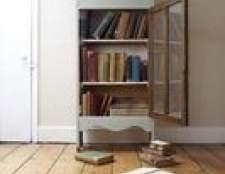 Como limpar um piso de madeira descoloridos de um tapete