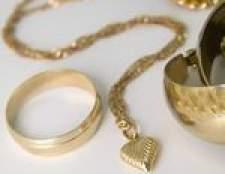 Como limpar jóias de prata banhado a ouro