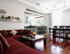 Como decorar um preto, vermelho e cinza sala de estar