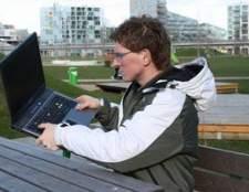 Como obter um laptop para pegar um sinal de internet sem fio