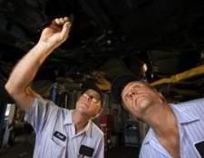 Como diagnosticar problemas de vedação de frente com transmissões automáticas