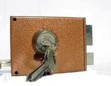 Como instalar uma fechadura de porta de casa