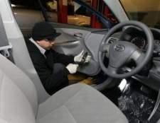 Como redefinir a luz de manutenção em um Toyota Corolla